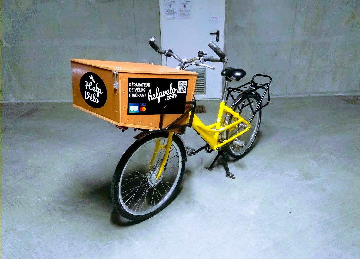 Le réparateur au vélo de facteur